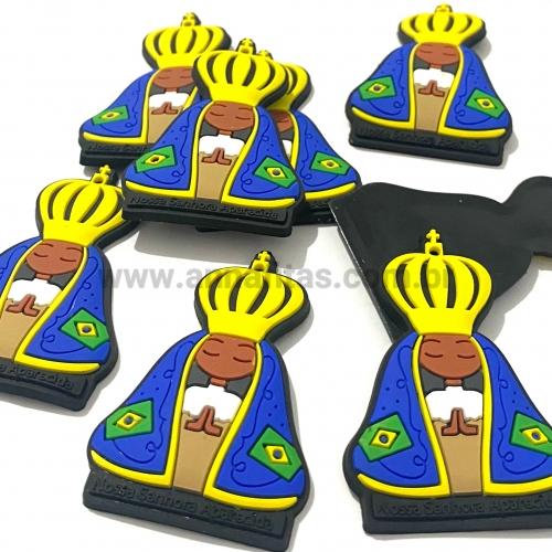 Aplique Religioso emborrachado de 5,3x3,5cm NOSSA SENHORA APARECIDA BRASIL (Por unidade) Ref - NSPBR5A