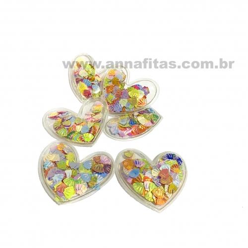 Aplique em Plástico transparente CORAÇÃO COLORIDA COM CONCHAS 4,5x5cm (Vendido por Unidade) Ref: TCOR71