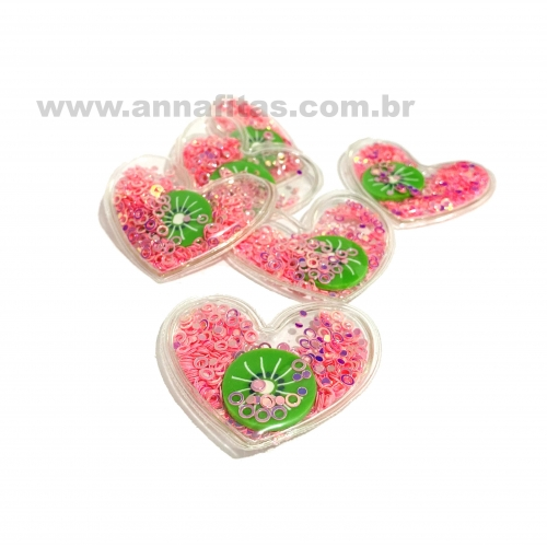 Aplique em Plástico transparente CORAÇÃO LANTEJOLAS ROSA NEON COM KIWI 4,5x5cm (Vendido por Unidade) Ref: TCOR74