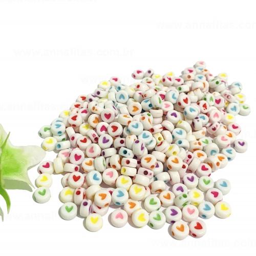 Entremeio Redondo Branco com Corações coloridos em plástico 7mm com 50g Ref - ENT48