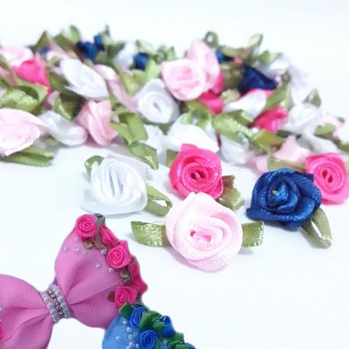 Aplique Flor de Rococó Rosas de Cetim com Folhas 1,5cm 50 unidade/pct misturada em 4 cores