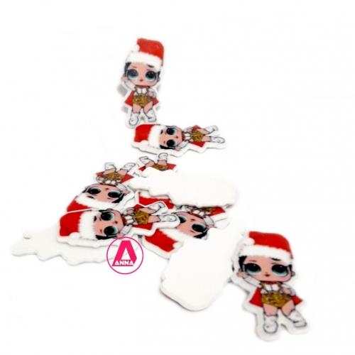 LOL em Acrílico Vermelha com chapéu de Papai Noel, para apliques em tiaras e laços Por unidade, altura 4,5 cm Ref:15